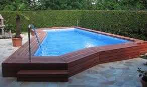terase ob bazenu